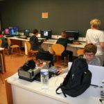 Atelier informatique de Camphin avec enfants et ordinateurs